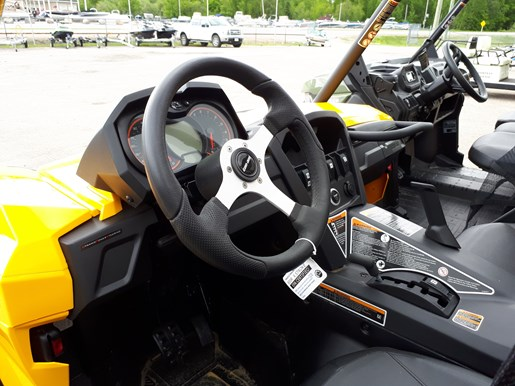 2017 Can-Am Commander XT 800 Photo 4 of 5