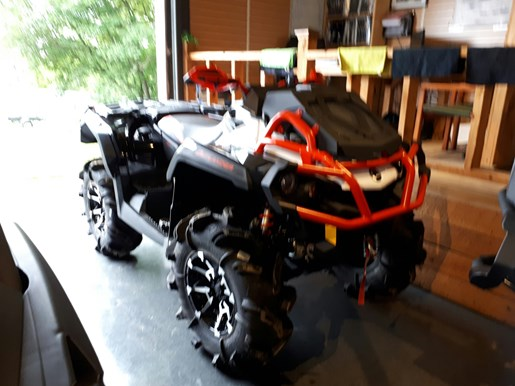 2017 Can-Am Outlander™ X® mr 1000R Photo 3 of 33