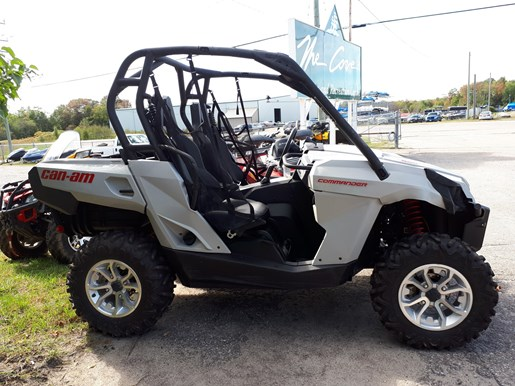 2017 Can-Am Commander™ DPS™ 800R Photo 1 of 4