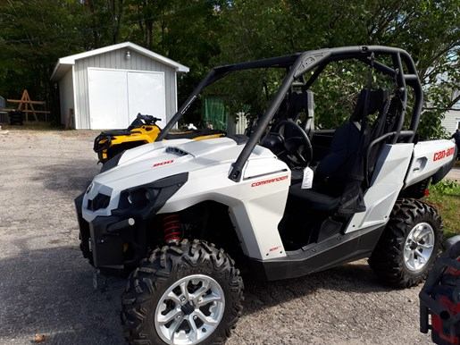 2017 Can-Am Commander™ DPS™ 800R Photo 3 of 4