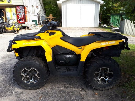 2016 Can-Am Outlander XT™ 570 Photo 1 of 4