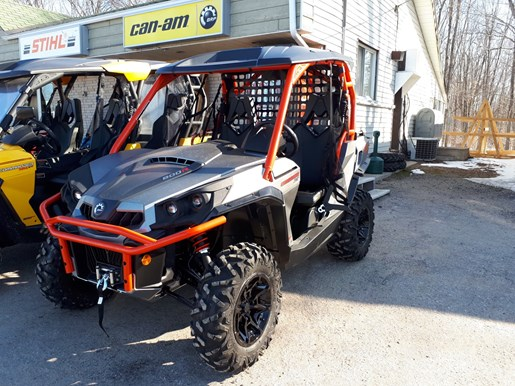 2018 Can-Am Commander™ XT™ 800R Brushed Aluminum & Can-Am Red Photo 2 of 5