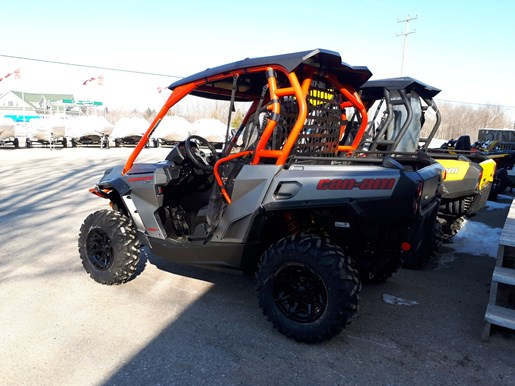 2018 Can-Am Commander™ XT™ 800R Brushed Aluminum & Can-Am Red Photo 3 of 5