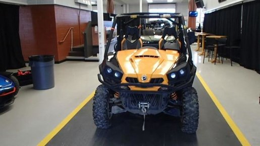 2016 Can-Am Commander XTP 1000 Photo 2 of 3