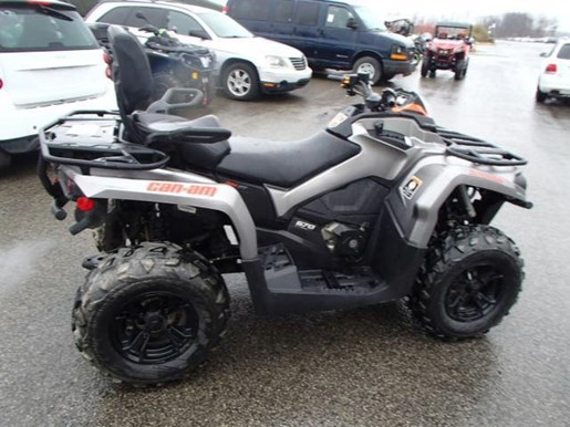 2017 Can-Am OUTLANDER MAX XT 570 Photo 2 of 7