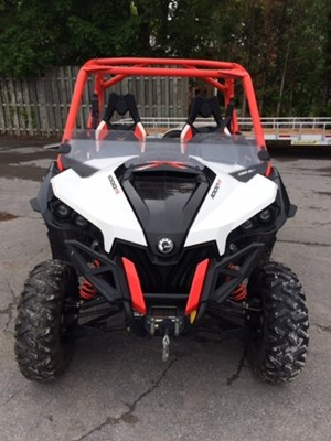 Can-Am Maverick™ X® xc DPS™ 1000R Black, White & Can-Am R 2015