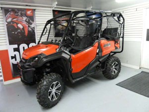 Honda Pioneer 1000 EPS Patriot Red 2017