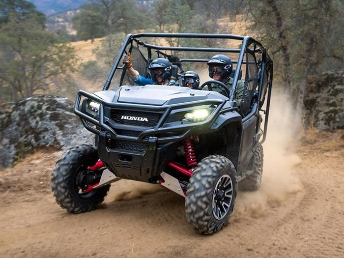 2018 Honda Pioneer 1000-5 Deluxe LE Photo 3 of 8