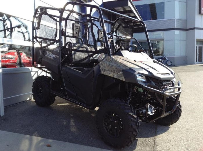 2019 Honda Pioneer 700-4 Deluxe Close Range Camo 2 Photo 3 of 4
