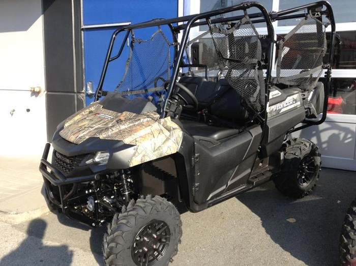 2019 Honda Pioneer 700-4 Deluxe Close Range Camo 2 Photo 4 of 4