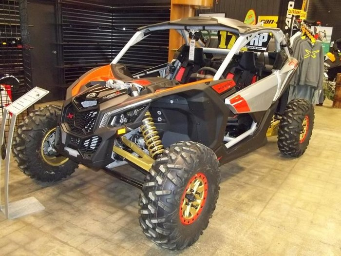 2019 Can-Am Maverick™ X3 X™ RS TURBO R Gold & Can-Am Photo 2 of 3
