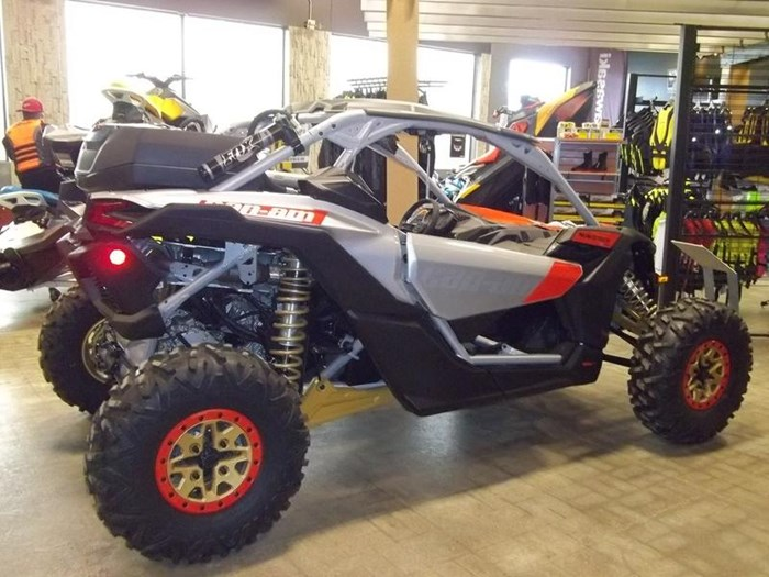 2019 Can-Am Maverick™ X3 X™ RS TURBO R Gold & Can-Am Photo 3 of 3