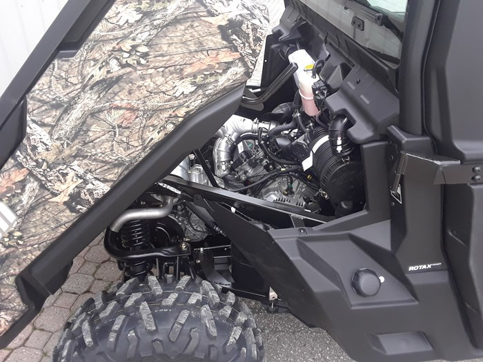 2019 Can-Am DEFENDER XT CAB HD10 Photo 7 of 8
