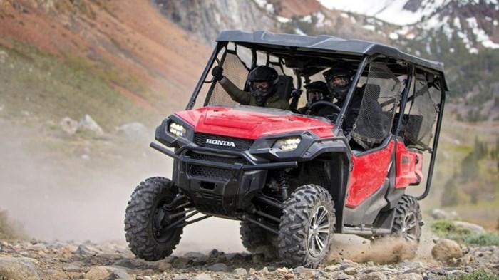 2021 Honda Pioneer 1000-5 EPS Deluxe Rouge patriote Photo 7 of 13