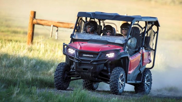 2021 Honda Pioneer 1000-5 EPS Deluxe Rouge patriote Photo 9 of 13